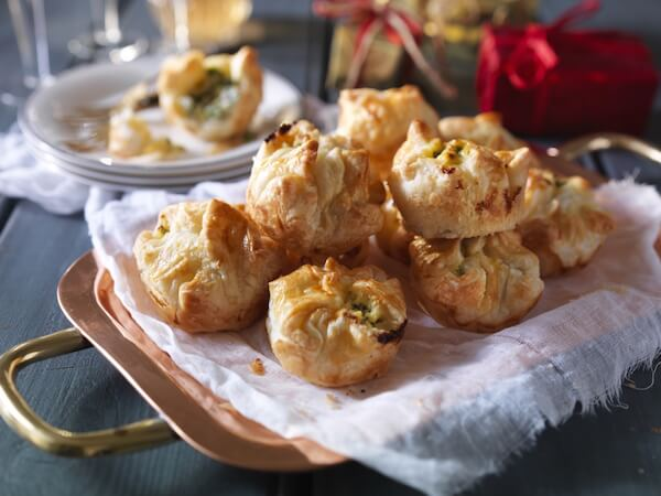 Spinach, Cheddar and Ricotta Party Puffs